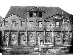 Ancienne abbaye de Noirlac - Grande façade ouest de l'église ancienne