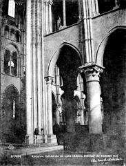 Ancienne cathédrale, actuellement église Notre-Dame, et cloître - Vue intérieure du croisillon sud
