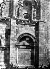 Eglise Saint-Pierre - Façade ouest : arcature droite