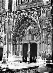 Eglise Saint-Maurice, anciennement cathédrale - Portail central de la façade ouest