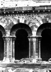 Cathédrale Notre-Dame et ses dépendances - Cloître : détail d'une travée