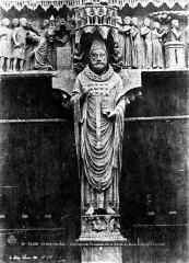 Cathédrale Notre-Dame - Portail de Saint-Calixte au transept nord : statue de saint Calixte au trumeau