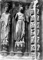 Cathédrale Notre-Dame - Portail nord de la façade ouest : statues de saint Nicaise et de l'Ange au Sourire