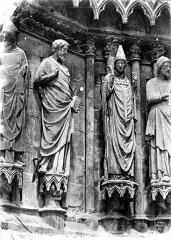 Cathédrale Notre-Dame - Portail sud de la façade ouest : statues de l'ébrasement gauche