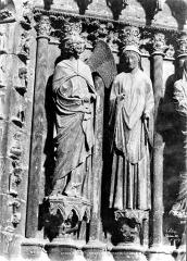Cathédrale Notre-Dame - Portail central de la façade ouest : groupe de l'Annonciation sur l'ébrasement droit