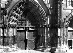 Ancienne cathédrale Saint-Etienne et son cloître - Portail central de la façade ouest