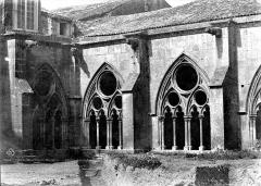 Ancienne cathédrale Saint-Etienne et son cloître - Cloître : vue d'un angle