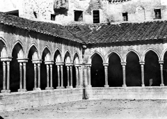 Abbaye Sainte-Marie - Cloître : vue d'un angle