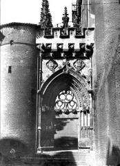 Cathédrale Sainte-Cécile - Porte de Dominique de Florence