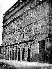Amphithéâtre (temple dans un hémicyle précédé d'un nymphée) - Mur de scène, côté extérieur