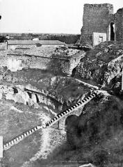 Amphithéâtre (temple dans un hémicyle précédé d'un nymphée) - Gradins (partie droite du panorama)