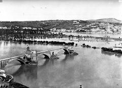 Chapelle et pont Saint-Bénézet - Le Rhône au pont Saint-Bénézet