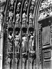 Cathédrale Notre-Dame - Portail nord de la façade ouest. Statues de l'ébrasement gauche : Les Vices