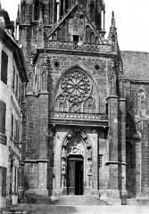 Ancienne cathédrale ou église Saint-Georges - Façade sud : Portail à la base du clocher