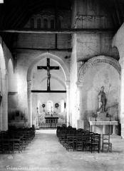 Eglise de Trèves - Nef, vue de l'entrée