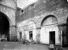 Collégiale Saint-Martin - Arcatures