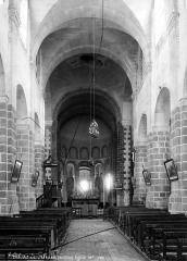 Eglise Saint-Gildas - Nef, vue de l'entrée