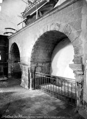 Eglise Saint-Gildas - Transept nord, tombeau