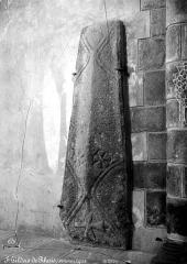 Eglise Saint-Gildas - Transept, tombeau, parrtie supérieure