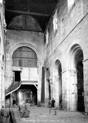 Ancienne abbaye Notre-Dame - Nef, vue de l'entrée