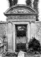 Château de Brécy - Portail, parterre