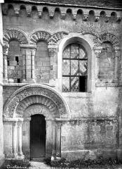 Eglise Saint-Germain - Portail, fenêtre côté sud