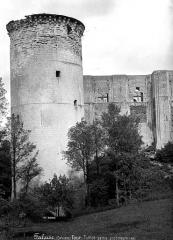 Château fort, actuellement collège - Tour Talbot