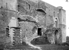 Château fort, actuellement collège - Côté de l'entrée