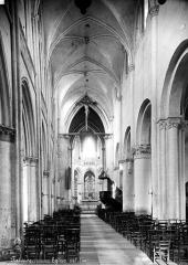Eglise Saint-Gervais-Saint-Protais - Nef, vers l'entrée
