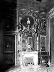 Hôtel de Lauzun ou Hôtel de Pimodan - Cheminée de la grande chambre à coucher, premier étage