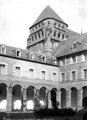 Eglise Saint-Sauveur (ancienne basilique) - Clocher et cloître