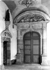 Eglise Saint-Sauveur (ancienne basilique) - Cloître, portail