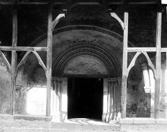 Eglise Saint-Pierre - Porche ouest