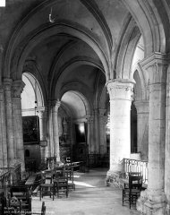 Eglise Saint-Pierre - Pourtour du choeur