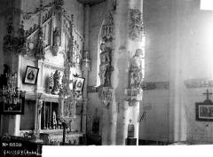 Eglise - Pilier, autel du choeur