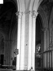Eglise - Pilier, choeur