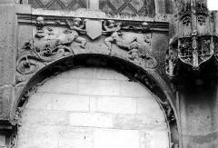 Eglise Saint-Phal - Portail sud : Détail de l'arcature droite