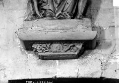 Eglise - Console supportant une statue