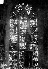 Eglise - Vitrail du choeur, baie centrale : Calvaire, Résurrection du Christ