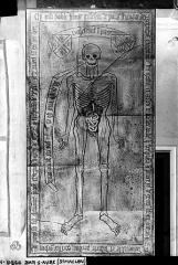 Eglise Saint-Maclou - Pierre tombale en pierre noire à l'effigie de Gillebin de Pons, capitaine du châtelet, mort en 1446
