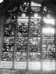 Eglise - Vitrail de la chapelle à clôture