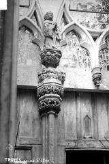 Eglise Saint-Jean - Porte nord, statue