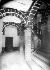 Ancien Collège des Doctrinaires ou ancien collège de jeunes filles - Escalier