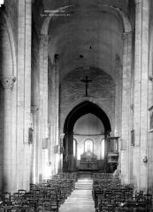 Eglise Saint-Genès (anciennement église prieurale Saint-Etienne) - Nef, vue de l'entrée