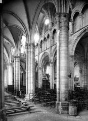 Eglise Saint-Martin (ancienne collégiale) - Nef, bas-côté