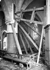 Eglise - Pilier, choeur, pendant restauration