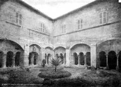 Prieuré de Saint-Paul-de-Mausole - Cloître