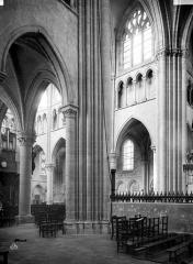 Eglise - Travées de la nef
