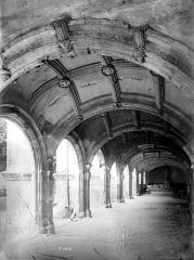Ancienne abbaye de Saint-Martin - Cloître, galerie perspective
