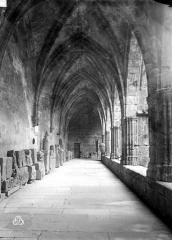 Ancienne cathédrale Saint-Nazaire et cloître Saint-Nazaire - Galerie du cloître, intérieure